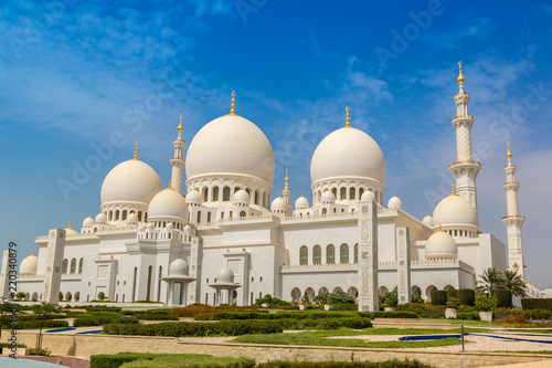 In de dag Abu Dhabi Sheikh Zayed Grand Mosque in Abu Dhabi