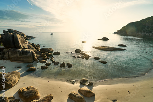 Foto auf Acrylglas Tropical strand Rocky sandy beach on a sunny morning