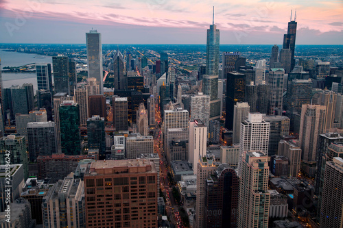 Spoed Foto op Canvas Grijze traf. Downtown Chicago at Sunset