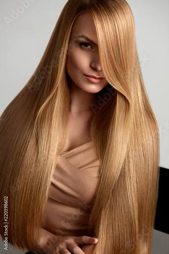Fényképezés  Long Blonde Hair. Beautiful Woman With Healthy Straight Hair