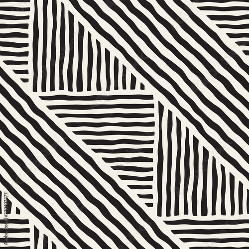seamless-geometric-doodle-lines-pattern-in-black-and-white-adstract-hand-drawn-retro-texture
