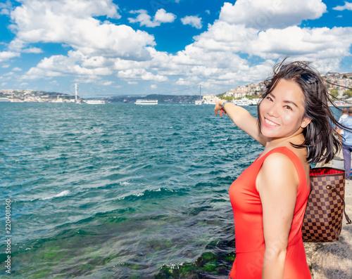 Photo Portrait of beautiful woman traveler in Istanbul,Turkey