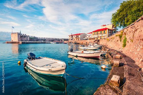 Foto Colorful spring view of the Nafpaktos port