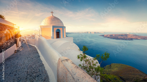 Foto op Aluminium Santorini Sunny morning panorama of Santorini island. Picturesque spring sunrise on the famous Greek resort Thira, Greece, Europe. Traveling concept background. Artistic style post processed photo.