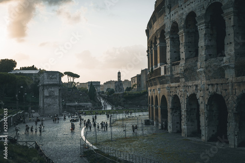 Photo  Rome, Italy showing ancient rome at day and night from colloseum to vatican