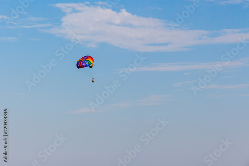 In de dag Luchtsport multicolored parachute in blue sky