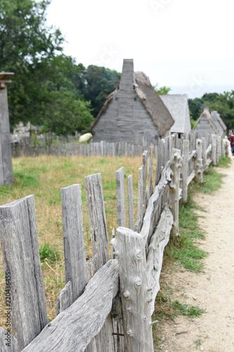 Rustic Wooden Fence in Village of Colonists Billede på lærred