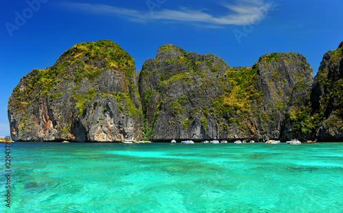 Poster Vert corail Maya beach island in andaman sea in Thailand.