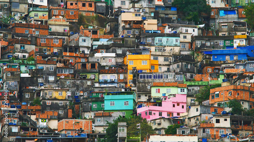 Photo  Aerial view of Rio's Rocinha favela, on a sunny afternoon.