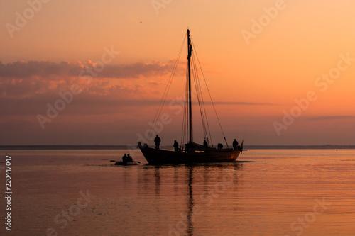 Spoed Foto op Canvas Zee zonsondergang Cossack boat