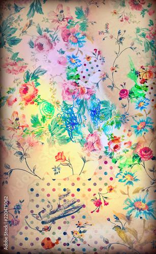 Patchwork vecchia maniera con logore e antiche stoffe fiorite macchiate