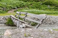Alte Marode Holzbrücke über ...