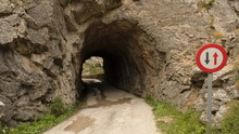 Carretera Con Túnel Antiguo