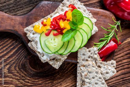 Diät - Frühstück - Gemüse - Brot - Brötchen - Knäckebrot