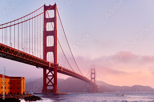 Photo sur Toile Ponts Golden Gate Bridge at sunrise, San Francisco, California