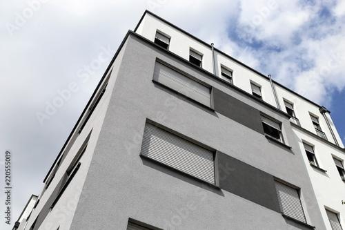 Wohnhaus mit modernem Fassadenanstrich