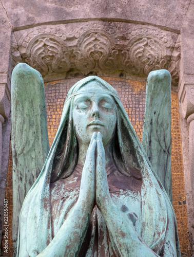 Foto op Canvas Begraafplaats Betender Engel mit schöner Patina Grünspan
