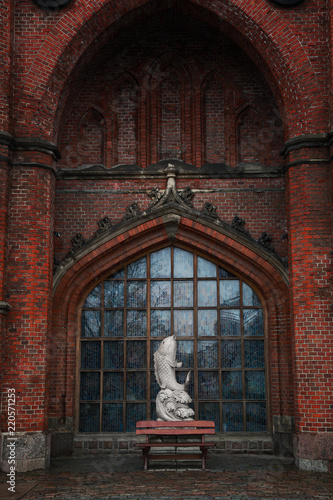Foto op Aluminium Historisch mon. Kaliningrad white fish statue. Historic architecture
