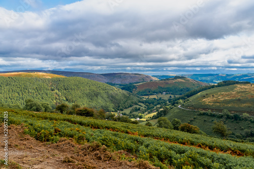 Fotobehang Landschap Scenic landscape view of the mountains at the Horseshoe Pass in Wales