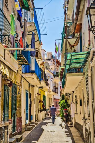 Fototapeten Schmale Gasse narrow alley of Ischia