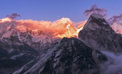FototapetaGreatness of nature: grandiose view of Everest peak (8848 m) at sunset. Nepal, Himalayan mountains, the highest point of the planet.