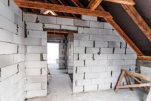 Budowa Domu, Poddasze