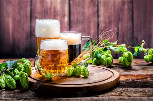 Montage in der Fensternische Bier / Apfelwein Bier - Alkohol - Spirituosen - Getränk - Hopfen - Gerste - Stutzen- Seidel - Kanne - Glas