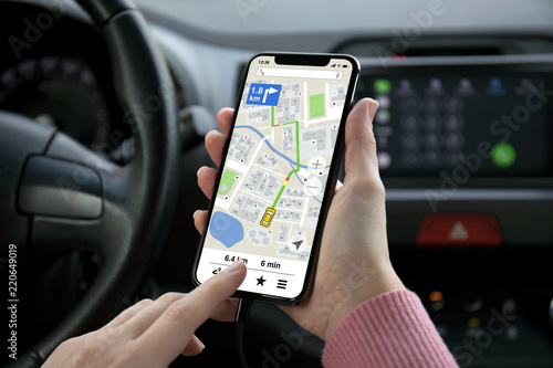 Fotografia  women hand holding phone with app navigation map on screen