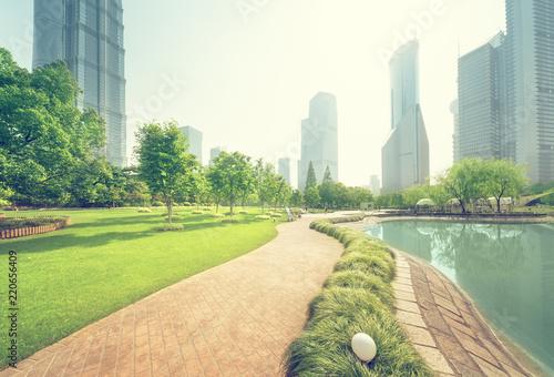 Staande foto Aziatische Plekken park in lujiazui financial center, Shanghai, China