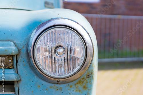 Fotografie, Tablou Scheinwerfer mit kleinem Lackschaden