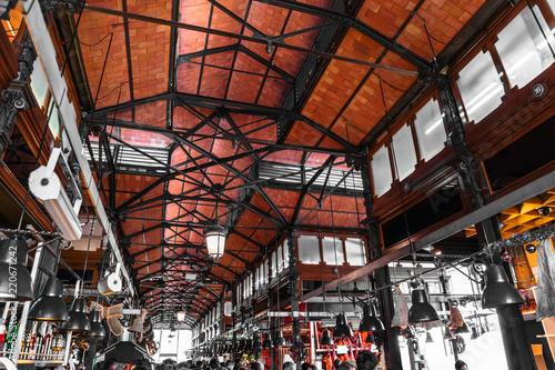 Fototapeta premium Dach targu Mercado de San Miguel w Madrycie