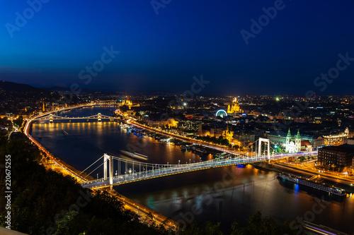 Cadres-photo bureau Seoul Panoramic view of Budapest at twilight