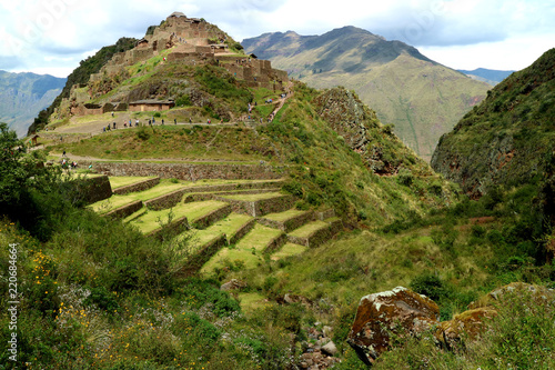 Tuinposter Zuid-Amerika land Many People Exploring Pisac Archaeological Complex in Sacred Valley of Cusco region, Peru