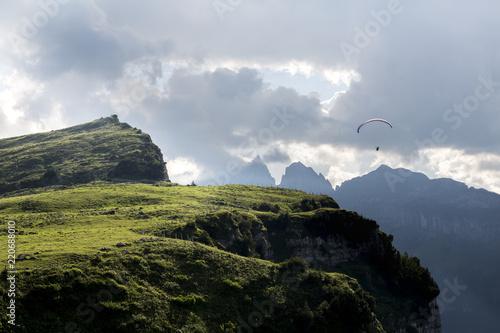 Gleischirmflieger im Alpstein beim Alpsigel