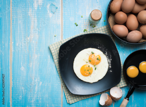 Foto op Plexiglas Gebakken Eieren Fried eggs in a plate on a table,top view