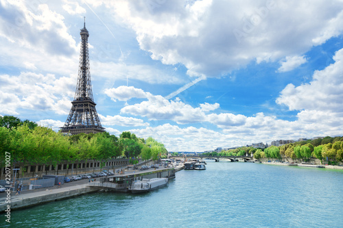 Tuinposter Eiffeltoren View of Paris with Eiffel tower