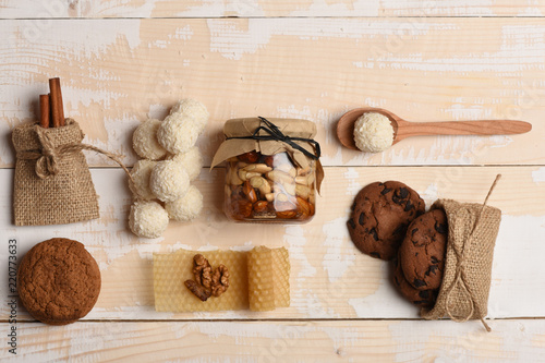 Fotografia Jar full of nuts and honey, oat cookies, cinnamon, coconut