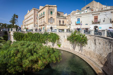 SYRACUSE, ITALY - OCTOBER 14, 2014: Fountain Of Arethusa With Papyrus Plant (Italian: Fonte Aretusa) Is A Natural Fountain On Island Of Ortygia In Historical Centre Of City