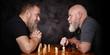 canvas print picture - Zwei Männer spielen Schach