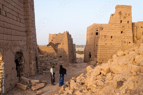 Poster Midden Oosten Ruined multi-storey buildings made of mud in the district of Marib, Yemen