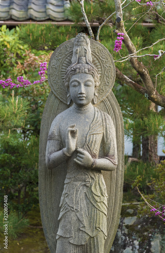 Fotografía  Beautiful stone sculpture of quanyin in Japan.