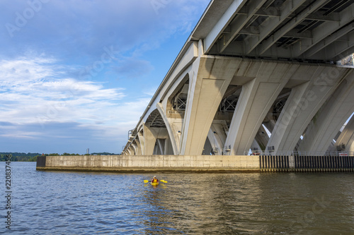 Fotografie, Obraz  Below the Woodrow Wilson Memorial Bridge, which spans the Potomac River between Alexandria, Virginia, and the state of Maryland, as seen from Jones Point Park in Alexandria