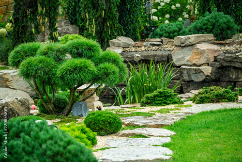 Papiers peints Jardin A country house with a beautiful backyard behind the house, landscape design