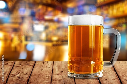 Canvastavla Mug of cold beer with foam, close-up view