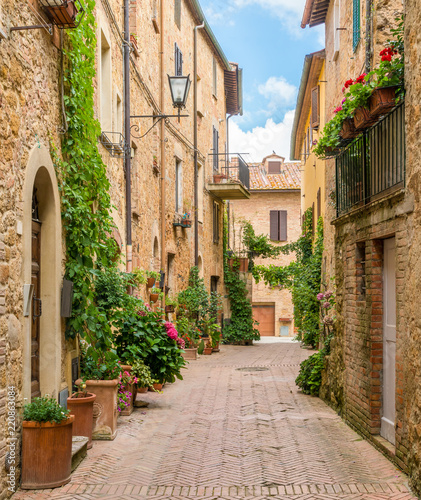 A narrow and picturesque street in Pienza, Tuscany, Italy.