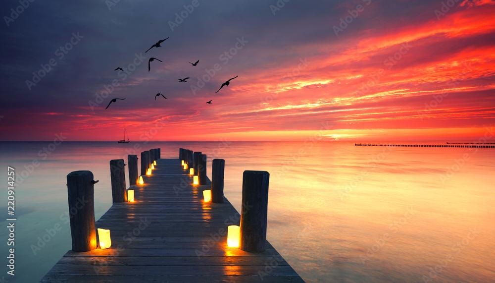 Fototapeta traumhaft romantischer Steg am Meer