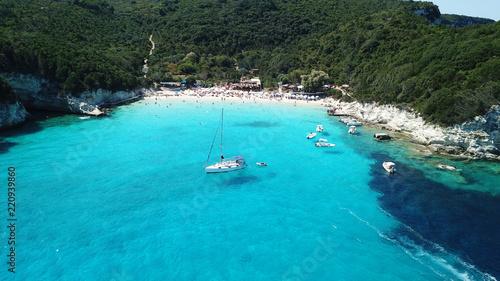 Fotografía  Aerial drone bird's eye view photo of iconic tropical paradise beaches of Voutou