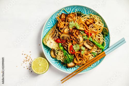 Leinwand Poster Asian Tofu Soba Noodle Bowl