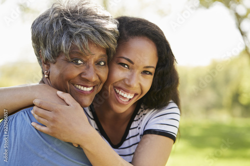 Photo Portrait Of Senior Mother With Adult Daughter In Park