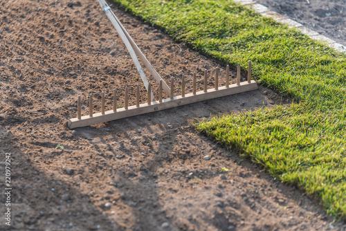 Cuadros en Lienzo Rasenfläche mit Rollrasen anlegen